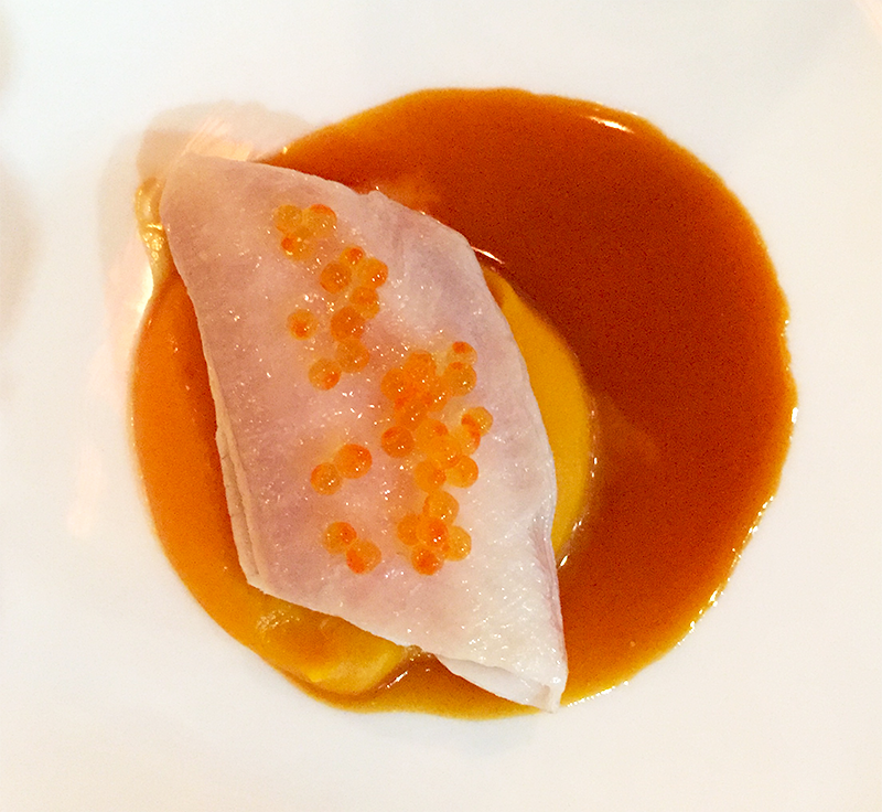 Filet de sole, œufs de saumon, purée de courge, jus carotte-orange - Porte 12 ©TendanceFood.com
