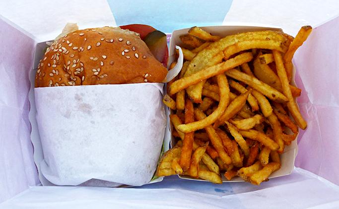 Burger et frites du Camion qui fume  © TendanceFood.com