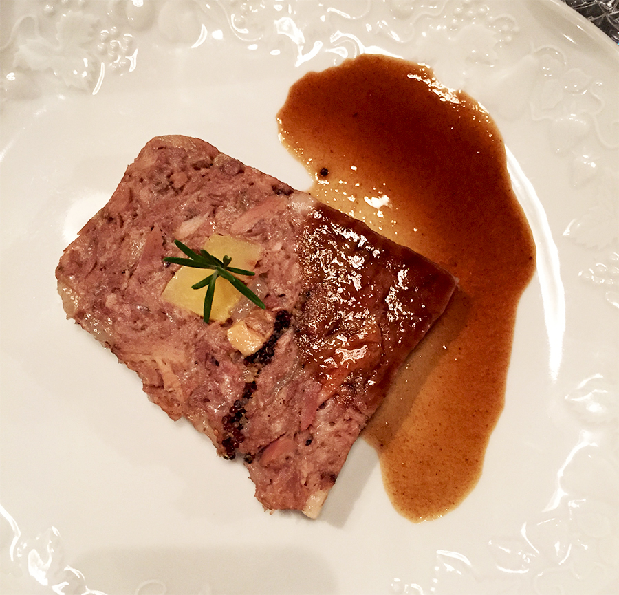 Jarret de porc farci au foie gras et coing -  Ancienne Maison Gradelle  © Tendance Food