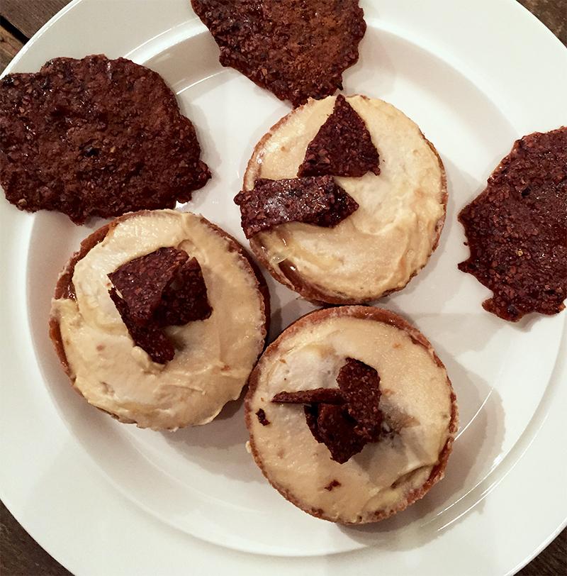 Tarte banoffee & tuiles de caramel à la caroube - Tarte Kluger  © Tendance Food