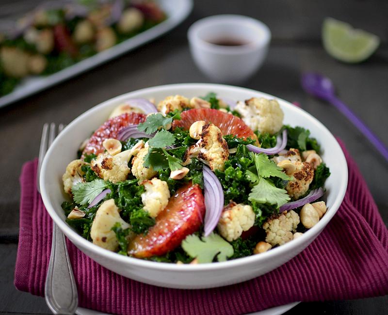 Salade de kale et chou-fleur rôti, sauce aigre douce ©TendanceFood.com