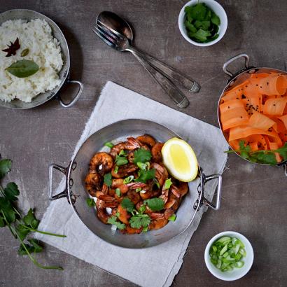 Crevettes sautées à l'ail noir, riz pilaf aux épices ©TendanceFood.com