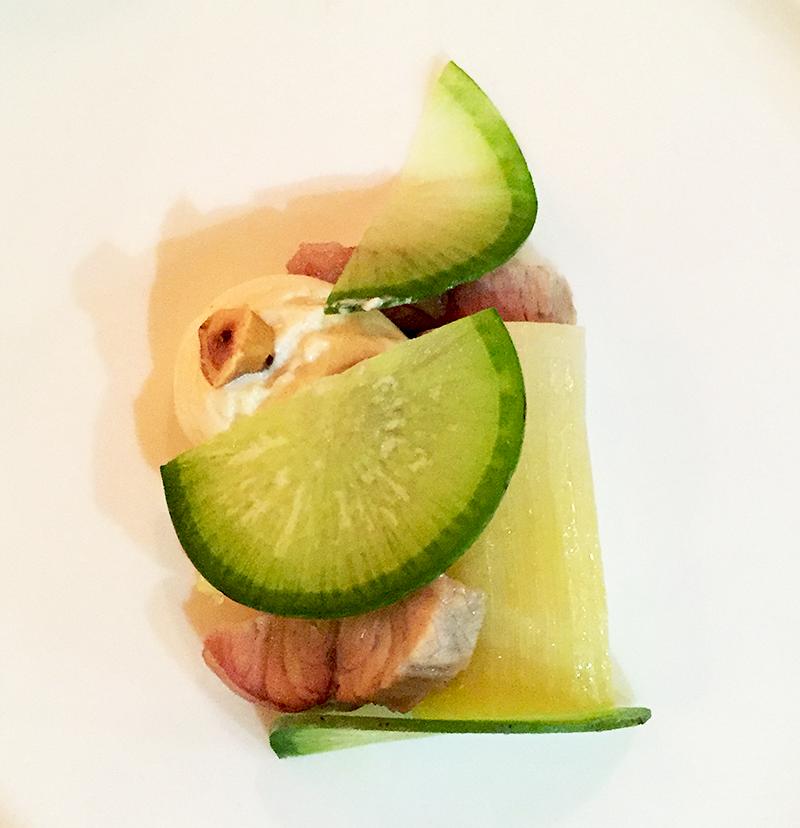Poireau en croûte de sel, anguille fumée, espuma beurre noisette, noisettes torréfiées et radis green meat - Porte 12 ©TendanceFood.com
