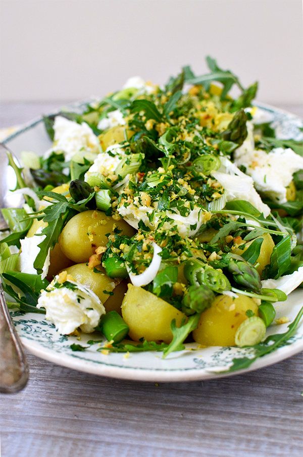 Salade de pommes de terre nouvelles aux asperges, gremolata à la noisette ©TendanceFood.com